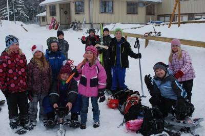 En grupp glada barn efter lilla OS i Rengsjöskolan