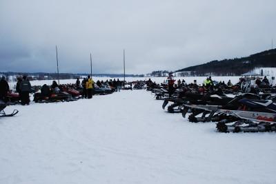 Inte mindre än 500 skotrar prydligt parkerade på Östersjöns is. Blir det lika många i år?