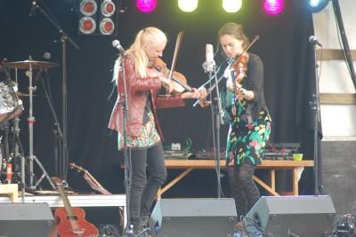 Lena Jonsson, riksspelman från Bollnäs och hennes amerikanska turnékollega bjöd på både svensk och amerikansk folkmusik.