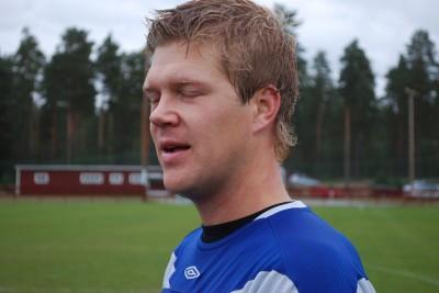 36-årige Robert Bronegård hade lagt skorna på hyllan men Rengsjös usla våromgång fick honom på bättre tankar och i höst har han dirigerat laget förbi kvalstrecket och upp till åttonde plats. En nyckelspelare på lördag.