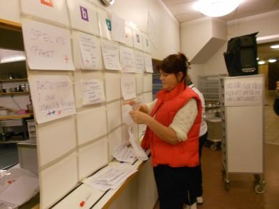 Lilian Edström fick en hel vägg med förslag på åtgärder som kan locka fler att handla i Lötens Handel.