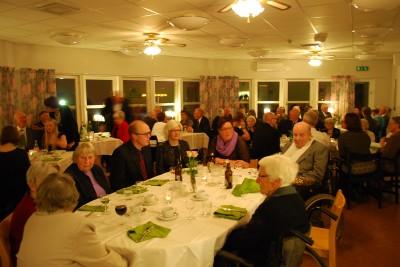 Fullsatt och god stämning i Ringshögs matsal när den andra Sedwallsfesten avverkades.