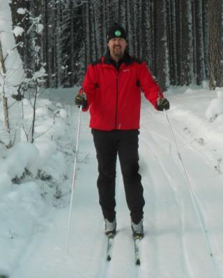 Patrik Putte Nilsson provar spåret som han själv gjort iordning i egenskap av ordförande i skoterklubben. Nu ska han träna inför kortvasan.