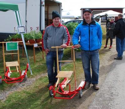 Rengsjökillarna Christoffer Jonasson och Mattias Käck premiärvisade sin sommarspark på hjul.