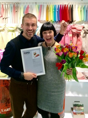 Jacob och Hanna Bruce stolta och överlyckliga av det nya priset till Växbo Lin.