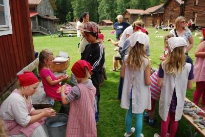Barnaktiviteten På Gammelmormors Tid samlar många besökare varje sommar men orkar hembygdsföreningen med att driva verksamheten ideellt?