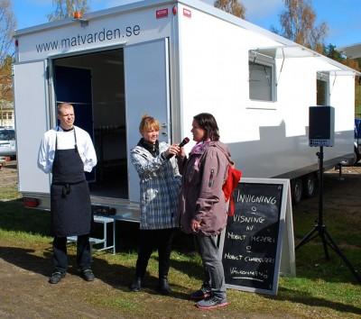 Det här mobila mejeriet invigdes i Rengsjö förra sommaren. Nu återkommer det för att producera ost från orten.