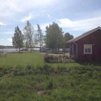 Rengsjös lilla idylliska camping har lockat många nya gäster i år. Flera av dem har varit långliggare.